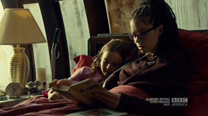 Orphan Black 2x10: Cosima ha descubierto las claves que podrían curarla en el libro que Duncan dio a Kira.