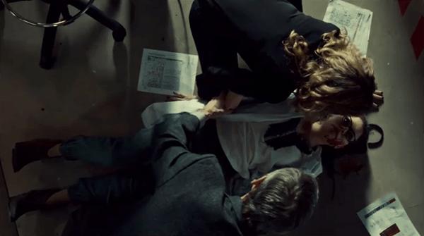 Orphan Black 2x08: Cosima tiene un ataque convulsivo ante la mirada impotente de Delphine y Ethan Duncan.