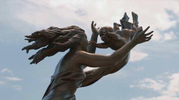 Piloto de The Leftovers de HBO - La estatua en honor a los desaparecidos
