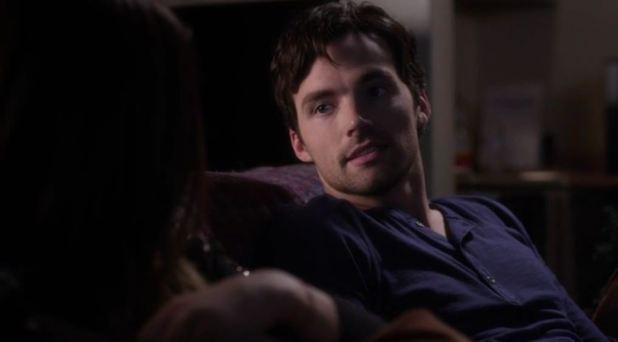 Pretty Little Liars 5x04: Ezra vuelve a ser el bonachón de siempre y el único que consigue distraer a Aria de su culpabilidad por Shana.