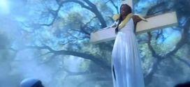 True Blood 7x06 - Tara crucificada