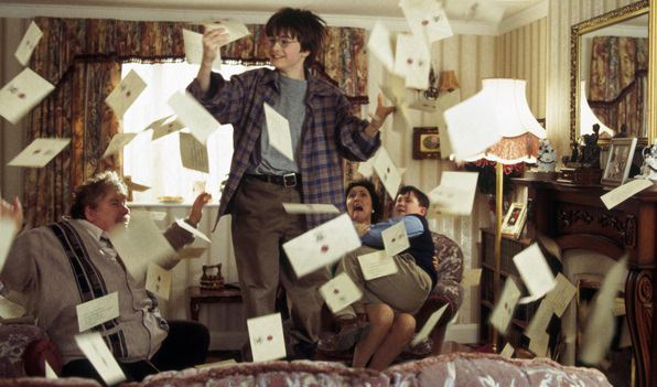 La invitación a Hogwarts en Harry Potter and the Philosophers Stone