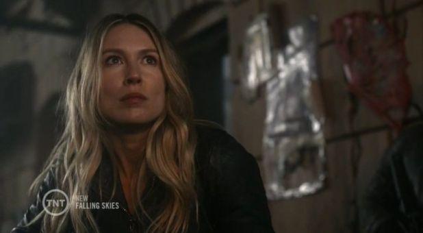 Falling Skies 4x07 Maggie queda malherida tras la explosión y su futuro en la serie es una incógnita.