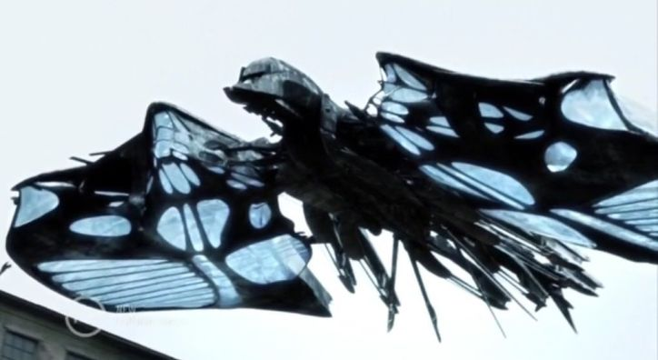 Falling Skies 4x09 El silbato de Mira ayuda a que los Volm consigan hacer volar un beamer a su antojo.