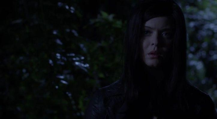 Pretty Little Liars 5x10: Parece que Alison ha vuelto a organizar la entrega del falso secuestrador para dar credibilidad a su historia.
