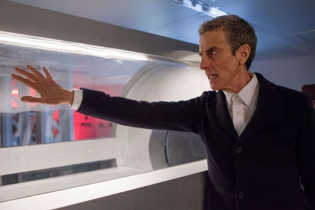 Doctor Who empieza su 8ª temporada con dudas a pesar de Capaldi, que se ha hecho rápida y cómodamente con el papel protagonista.