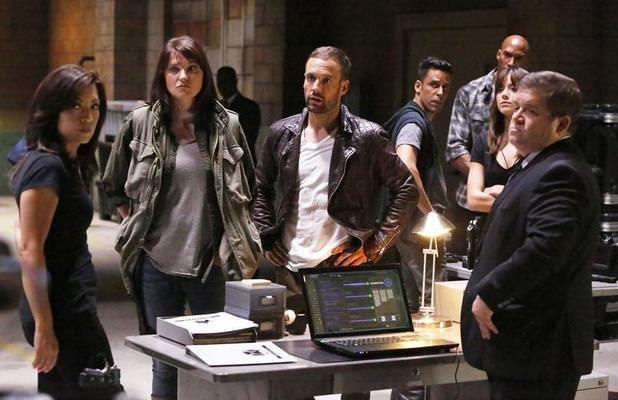 Agents of SHIELD 2x01: Coulson recupera a miembros fieles a SHIELD como ayuda para refundarla y luchar contra HYDRA.