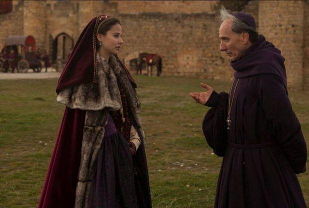 Isabel 3x11 - Cisneros conversando con Juana en el Castillo de la Mota