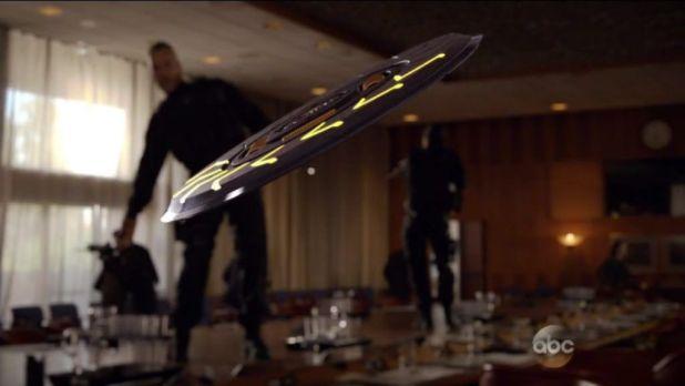 Agents of SHIELD 2x06: HYDRA se hace pasar por agentes de SHIELD para irrumpir en una reunión de la ONU y asesinar a varios dirigentes.