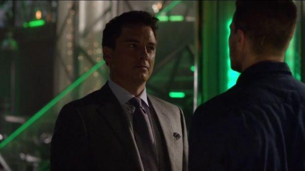 Arrow 3x09: Malcolm Merlyn olbliga a Oliver a retar a R'as al Ghul a un duelo con tal de proteger a Thea de la Liga.
