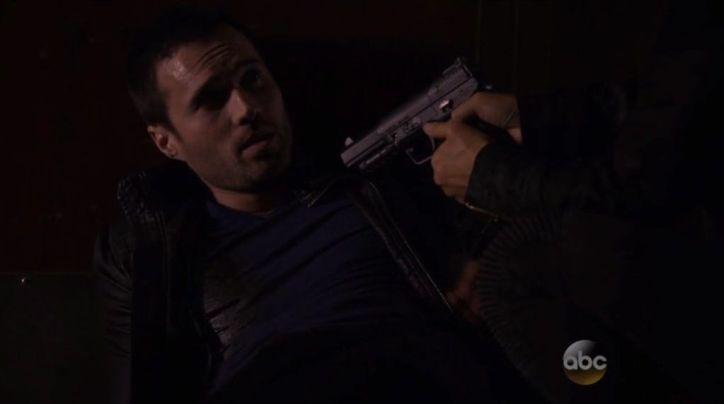 Agents of SHIELD 2x10: Skye dispara a Ward sin pensarlo para escapar y detener a su padre, que busca matar a Whitehall.
