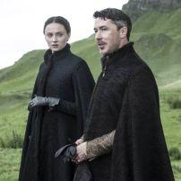 Sansa Stark y Littlefinger en la quinta temporada de Game of Thrones