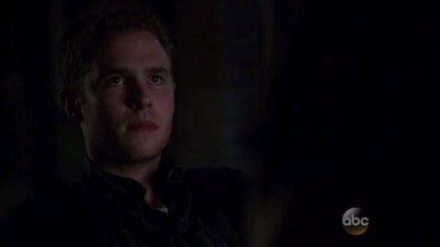 Agents of SHIELD 2x11: Fitz es el único que sabe que algo no está bien con Skye, pero decide protegerla y no contar nada hasta saber qué ocurre exactamente.