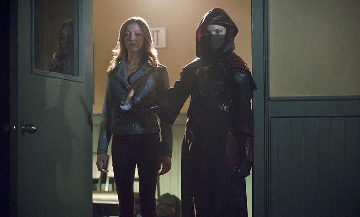 Arrow 3x16: Nyssa deserta de la Liga al sentirse ofendida por las decisiones de su padre y ayudará a Laurel a mejorar sus habilidades.