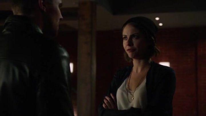 Arrow 3x16: Thea lucha con mil demonios interiores al sentirse engañada y dolida por su padre, un camino que no le hará ningún bien.