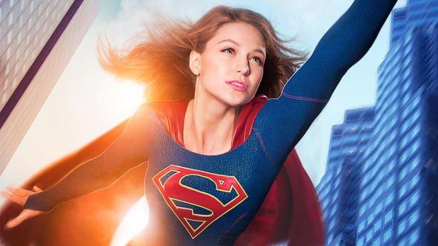 Supergirl volando