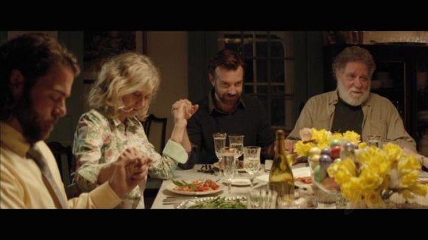 Andrew (Jason Sudeikis) de cena familiar en Tumbledown