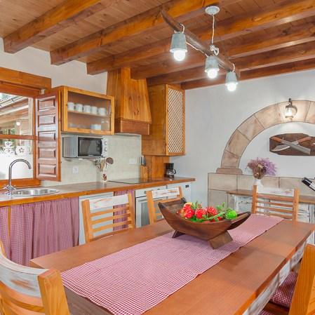 Cocina con vistas al patio anterior, El rincón de Carmina.