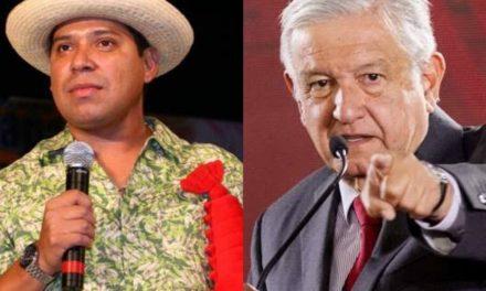 """AMENAZAN AL COMEDIANTE JAVIER CARRANZA """"EL COSTEÑO"""" POR HACER CHISTE SOBRE AMLO"""