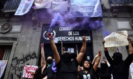 HOY SE CUMPLE UN MES DE LA TOMA DE LA COMISIÓN NACIONAL DE DERECHOS HUMANOS POR FEMINISTAS Y LA TITULAR SIGUE SIN RESOLVER