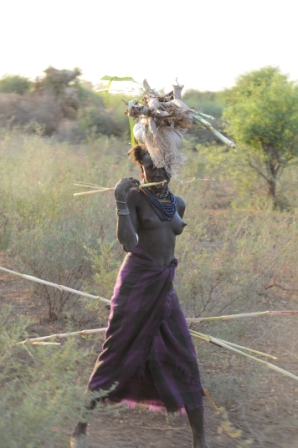 Marile woman carrying wood - a long way back home