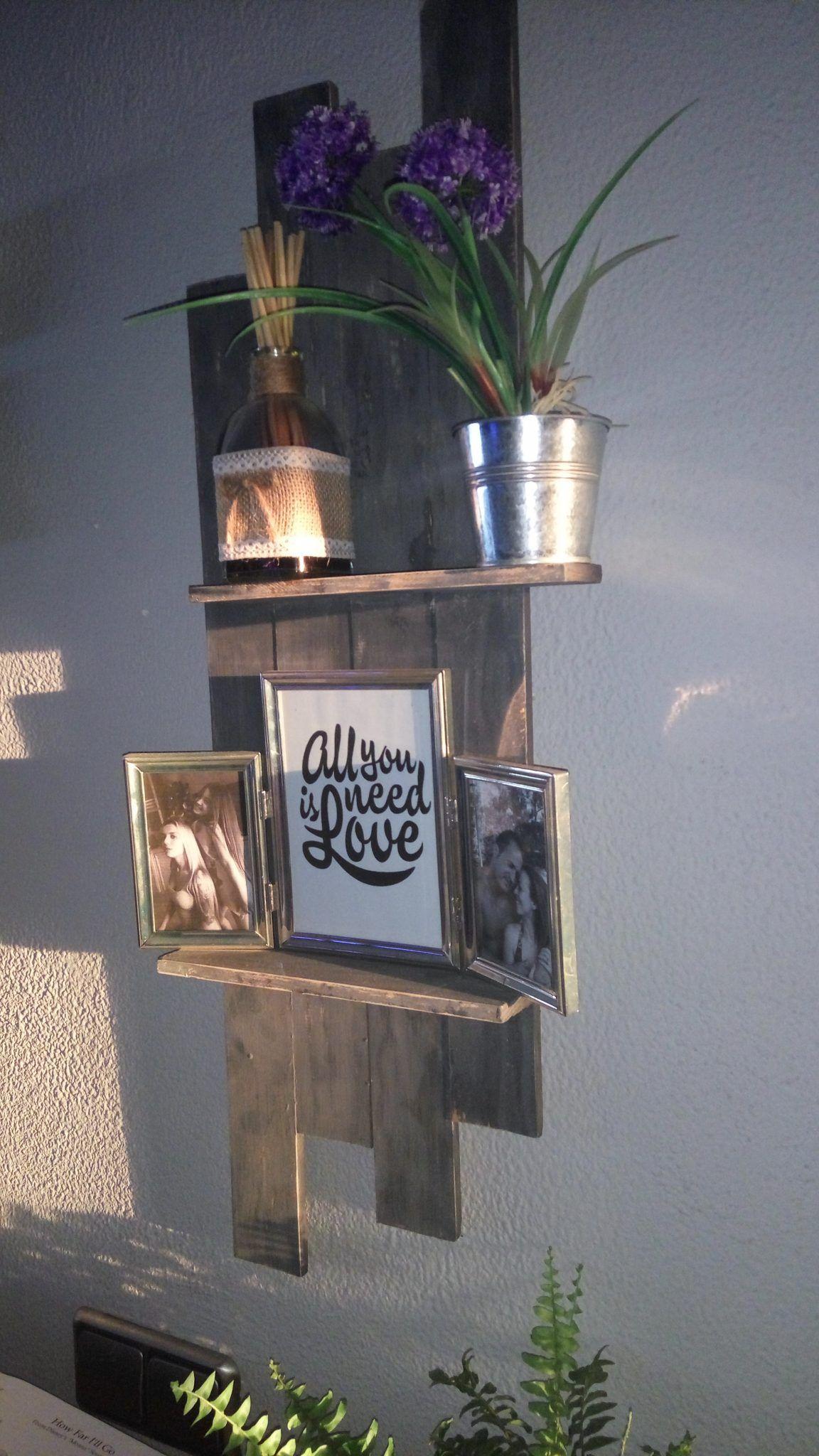 Cómo hacer una estantería retro vintage con un par de listones de madera