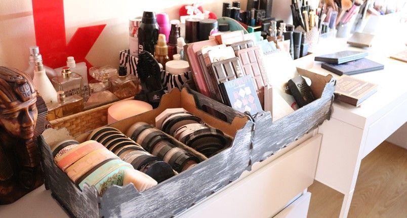 Organizador de maquillaje con cajas de fruta y pringles