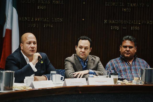 Enrique Alfaro y Clemente Castañeda en reunión con alcaldes electos de MC en Jalisco