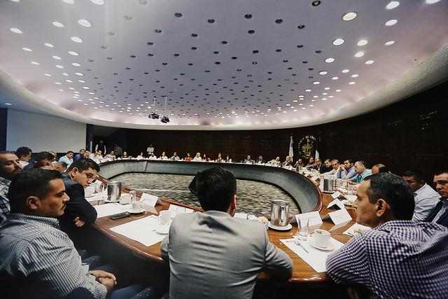 Tecutli Gómez con Alfaro y alcaldes electos de MC