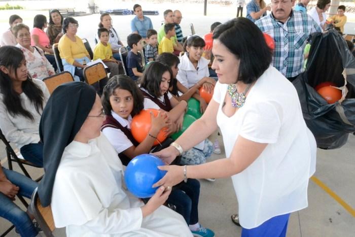Rosa María Zárate en una actividad del DIF