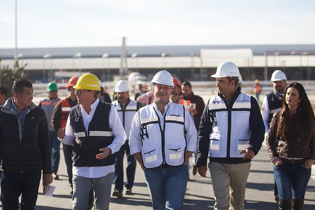 Enrique Alfaro en el Centro de distribución de combustibles de Akron en Lagos de Moreno