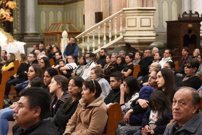 Asistentes a la misa de Don Roberto Moreno en la Parroquia de la Asunción. Foto: Sergio Hernández Márquez