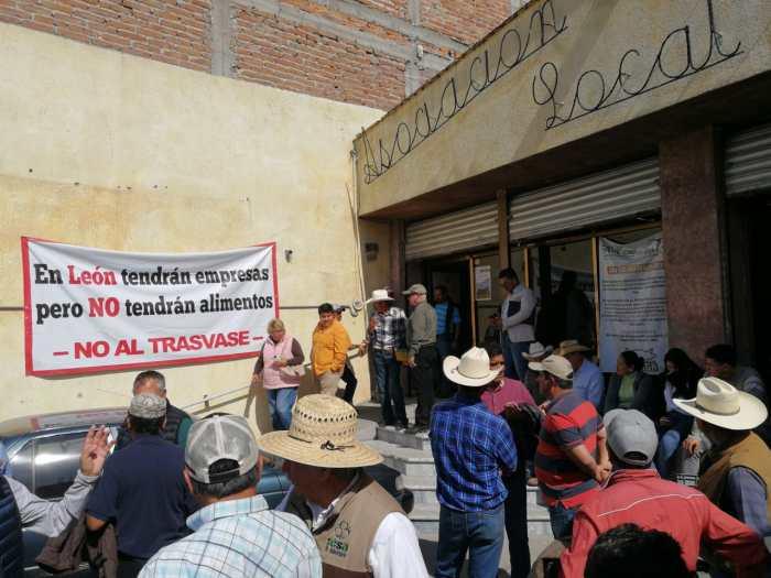 Ganaderos de Los Altos se manifiestan en contra del trasvase de agua a la ciudad de León. Foto: Sergio Hernández Márquez