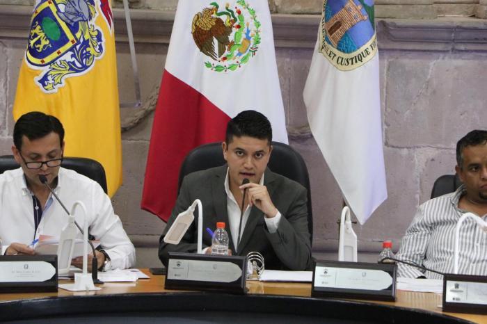Tecutli Gçomez en sesión de Ayuntamiento en Lagos de Moreno