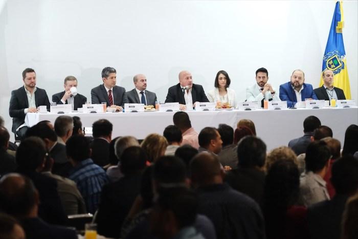 Enrique Alfaro en la presentación del programa Recrea