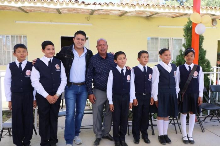Tecutli Gómez y Joaquín González Buz Domo en la Escuela Cuauhtémoc de El Cerrito