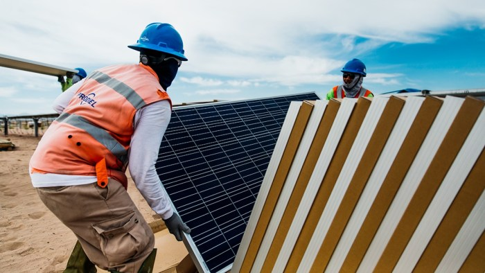 Trabajadores del Parque solar Villanueva, en Coahuila
