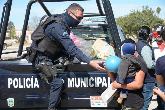Policía de Lagos de Moreno regala juguetes