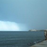Mirando llover en La Habana