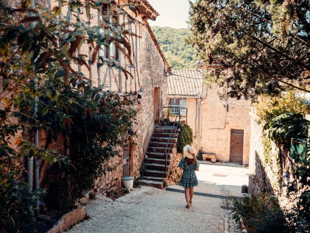 village bruniquel