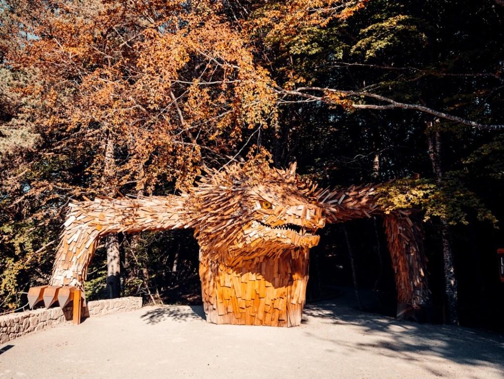 statue-bete-gevaudan-entree-parc-du-gevaudan
