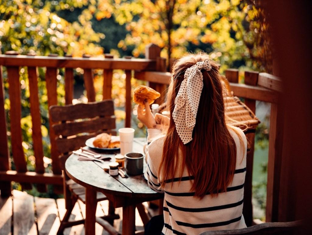 petit-dejeuner-au-dessus-du-vide
