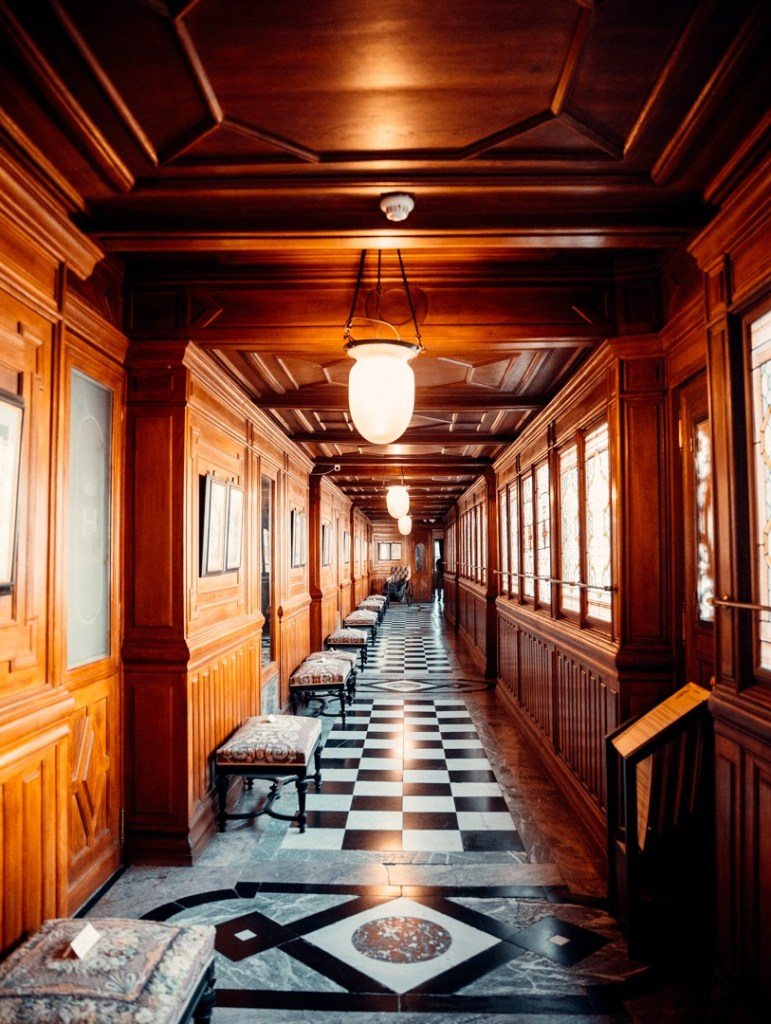 couloir-appartements-prives-duc-aumale