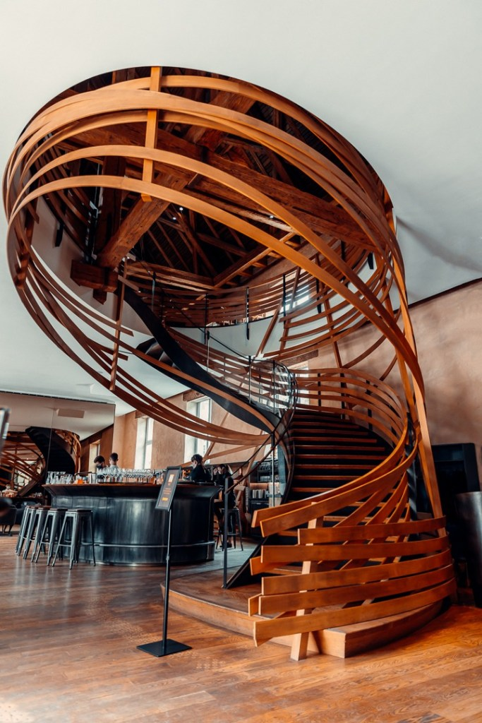 escaliers brasserie les haras