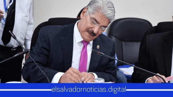 El presidente de la Asamblea Norman Quijano retrasa aprobación de presupuesto