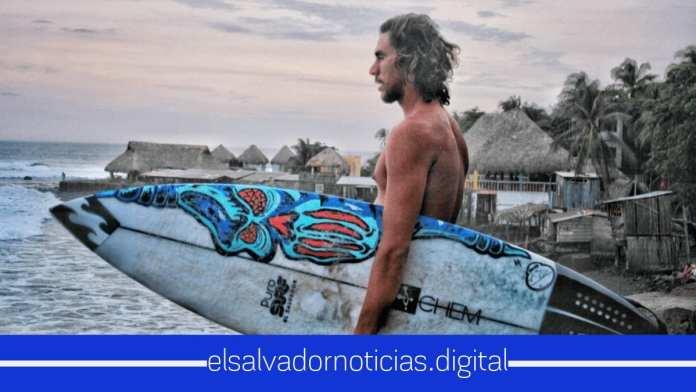 Bryan Pérez y surfistas españoles disfrutan las olas perfectas de El Salvador