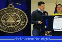 Ministerio de Gobernación hace entregas de MEDALLAS de conderaciones por alto servicio