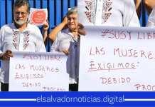 """Jr. es cuestionado masivamente por su polémico cartel de """"Las mujeres exigimos"""""""