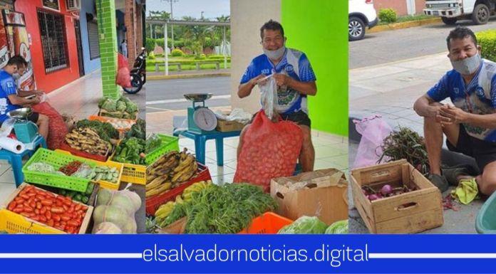 Cocolito demuestra cómo sale adelante durante la emergencia con venta de frutas y verduras