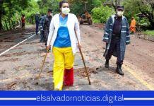 Doctora pese a lesión se sacrifica por cumplir con su trabajo y ayudar a la población salvadoreña